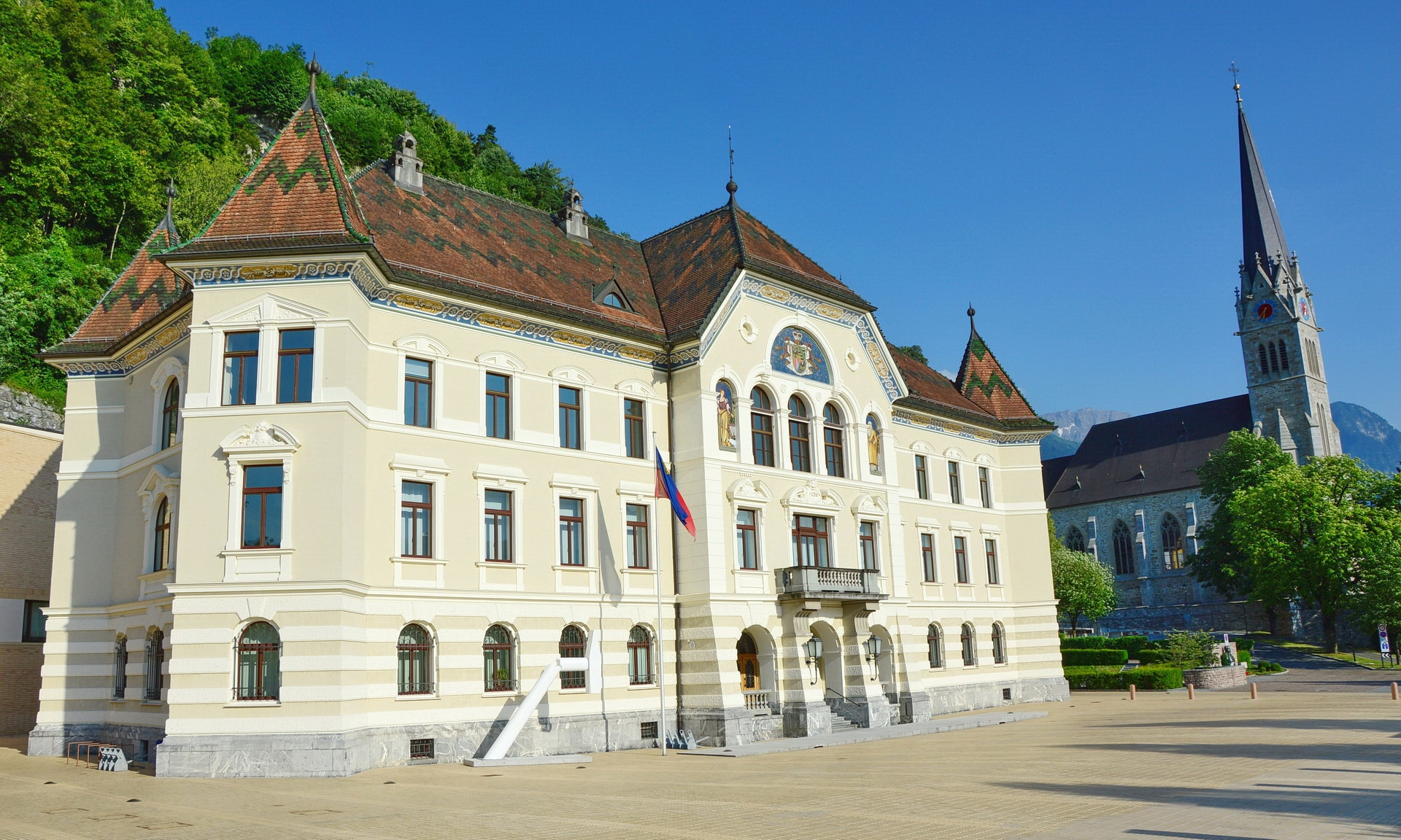 Government building with St. Florin Cathedral