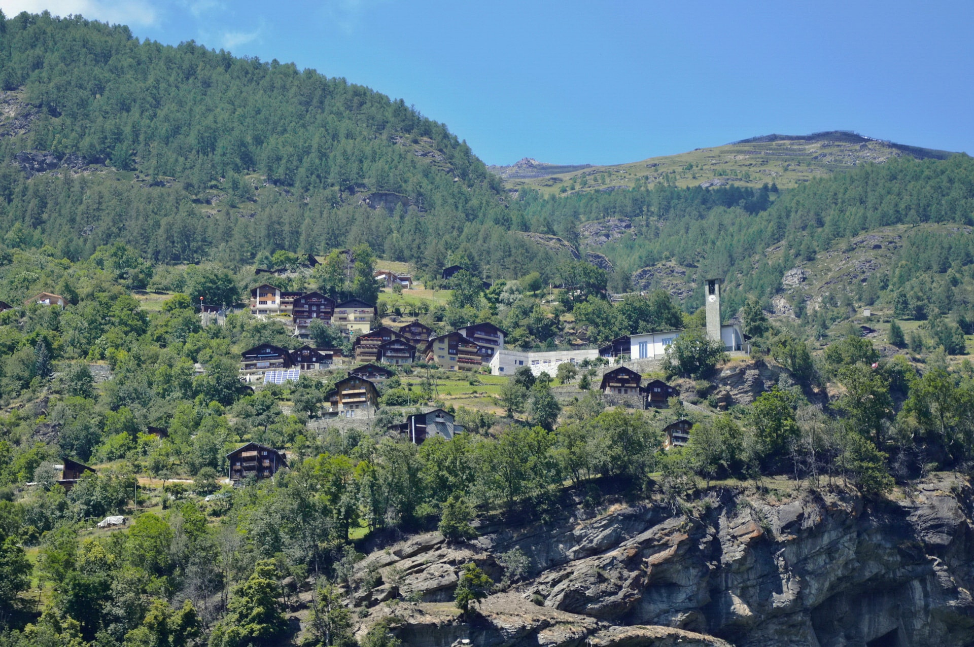 I saw this village on the edge of a cliff when approaching Zermatt